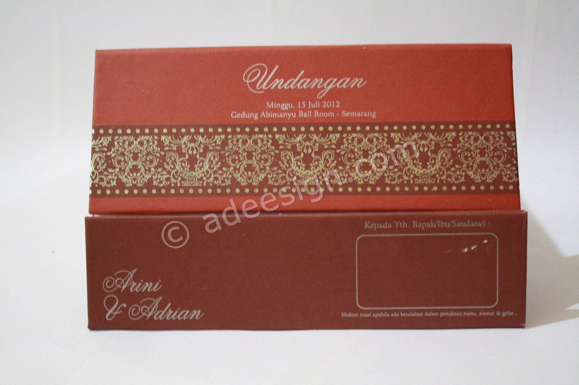 Kartu Undangan Pernikahan Hard Cover Arini dan Adrian 3 - Pesan Wedding Invitations Simple di Jambangan Karah