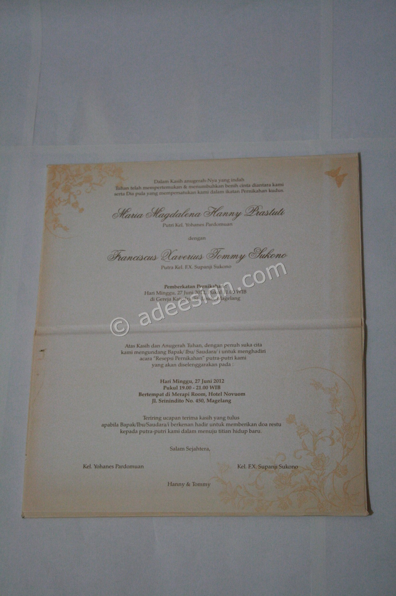 Kartu Undangan Pernikahan Hard Cover Hanny dan Tommy 5 - Percetakan Wedding Invitations Unik dan Simple di Dukuh Sutorejo