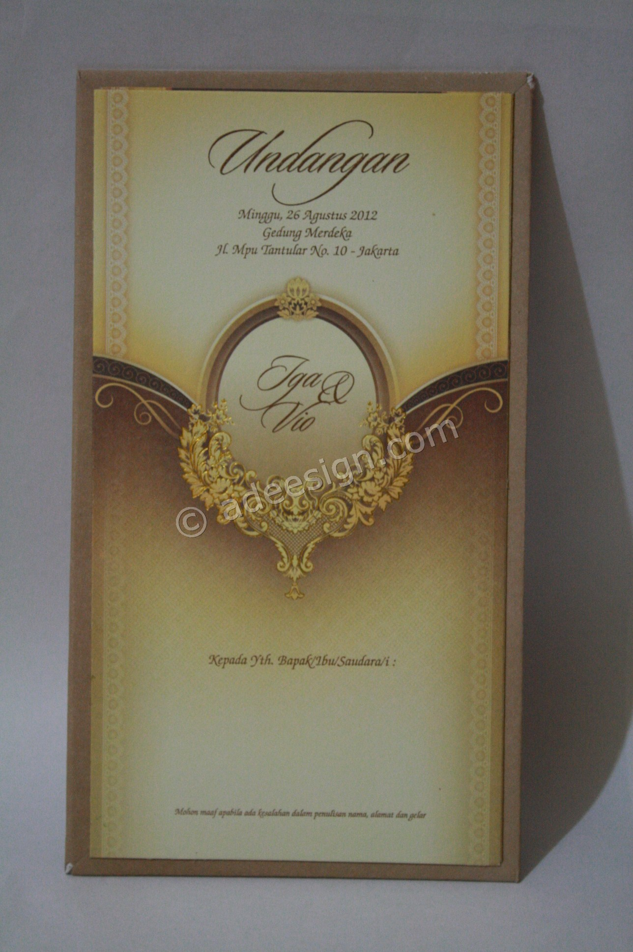 Kartu Undangan Pernikahan Semi Hard Cover Iga dan Vio 1 - Percetakan Wedding Invitations Simple dan Elegan di Sawunggaling