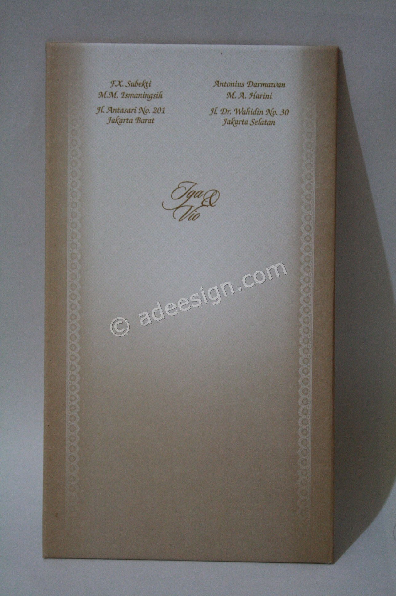 Kartu Undangan Pernikahan Semi Hard Cover Iga dan Vio 2 - Percetakan Wedding Invitations Elegan di Pakal