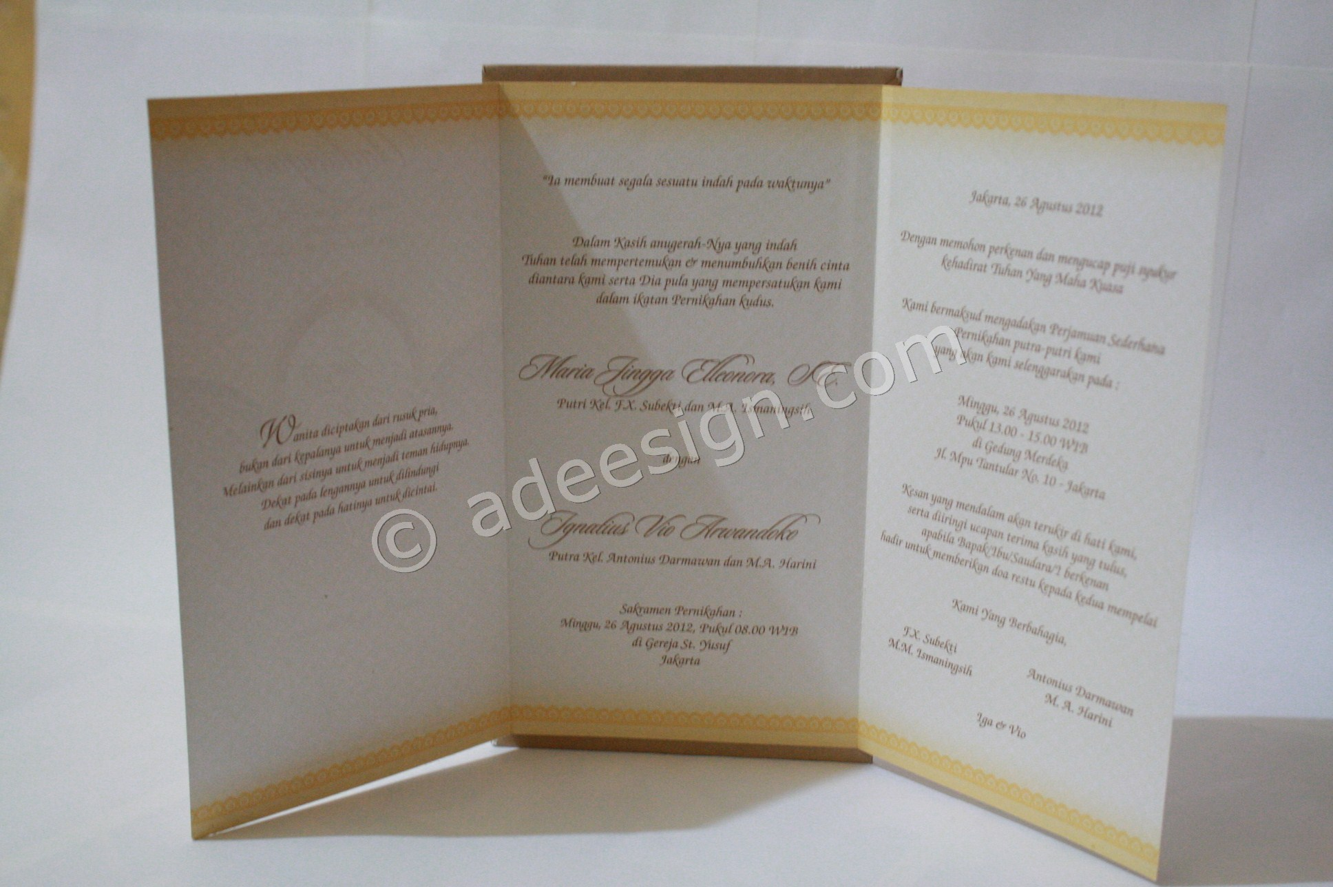 Kartu Undangan Pernikahan Semi Hard Cover Iga dan Vio 3 - Membuat Wedding Invitations Unik dan Simple di Sawahan