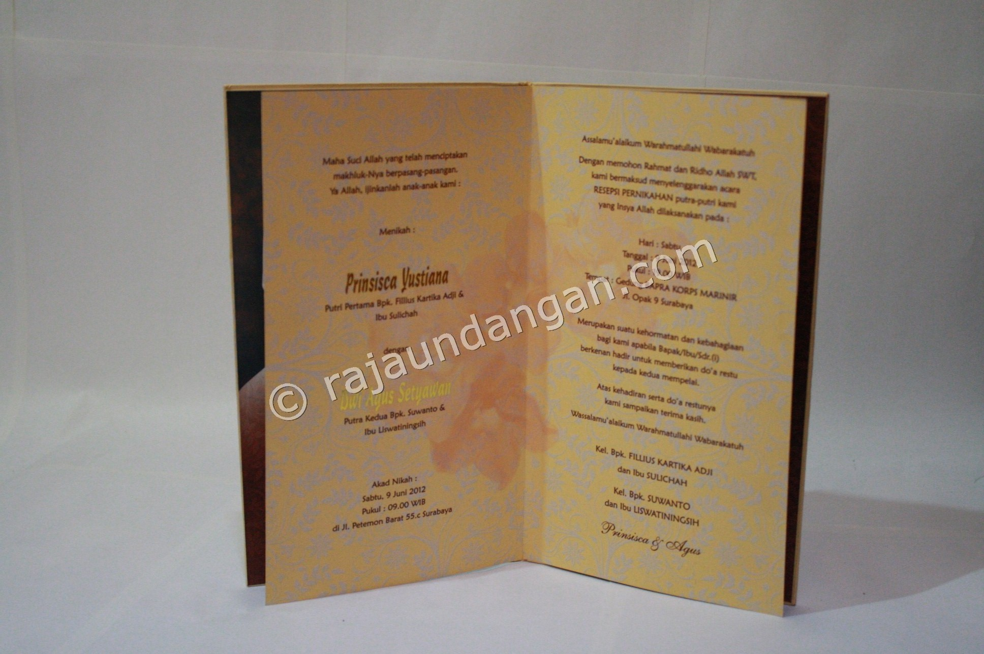Membuat Wedding Invitations Unik di Karang Poh