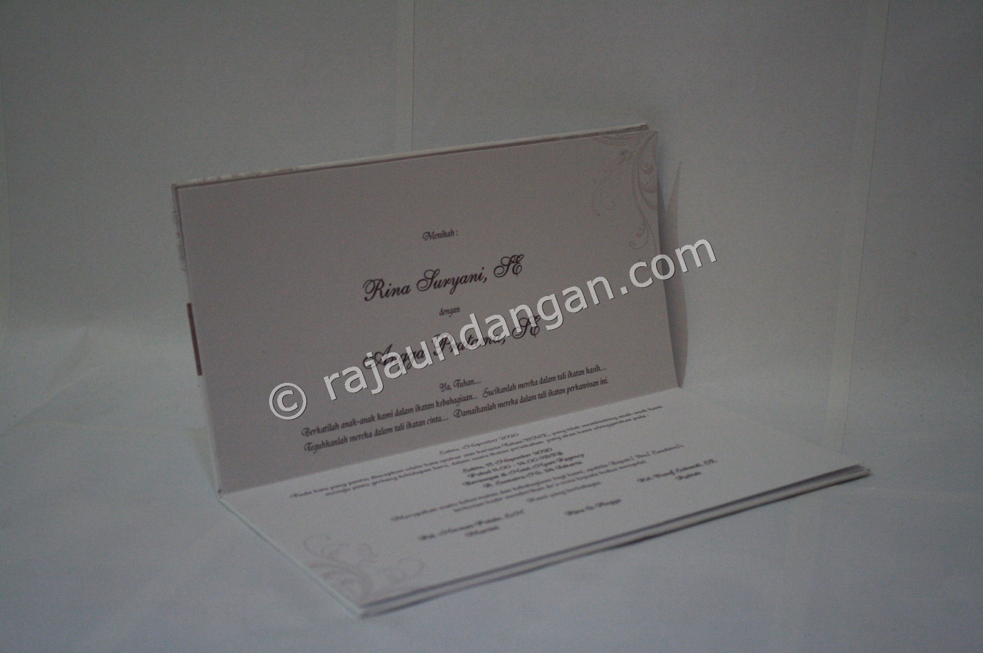 Undangan Pernikahan Hardcover Herman dan Rani 3 - Membuat Wedding Invitations Simple di Dr. Sutomo