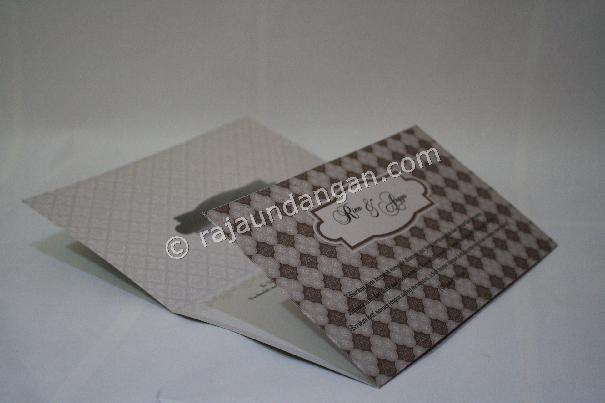 Undangan Pernikahan Softcover Lia dan Doni 4 - Percetakan Wedding Invitations Simple dan Elegan di Sawunggaling