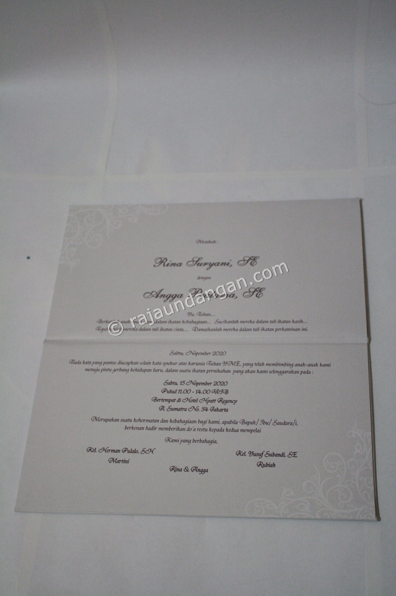 Pesan Wedding Invitations Simple dan Elegan di Jajar Tunggal