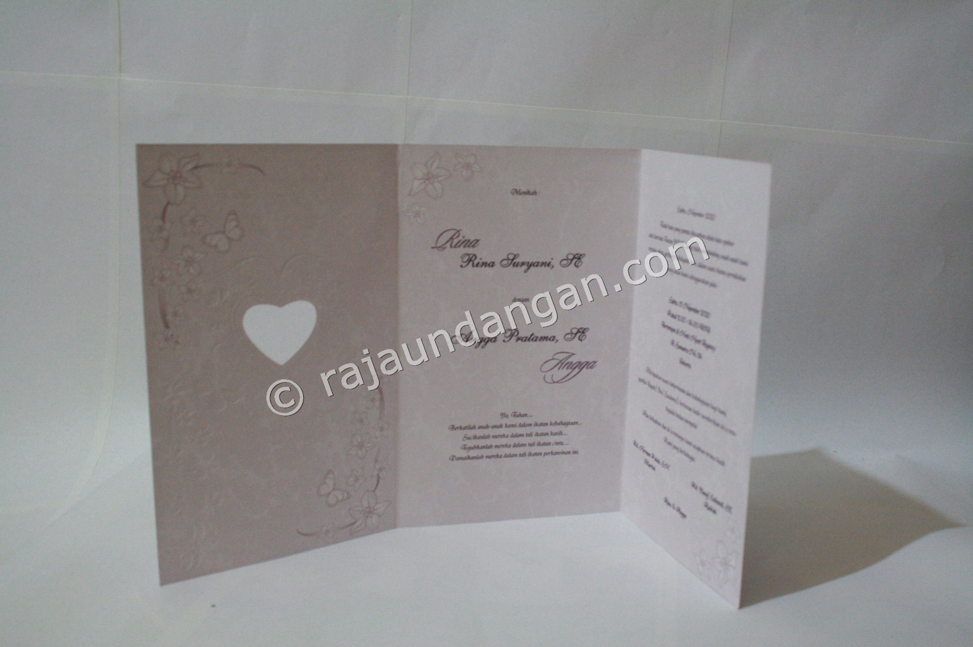 Undangan Pernikahan Softcover ED 26 2 - Membuat Wedding Invitations Simple di Dr. Sutomo