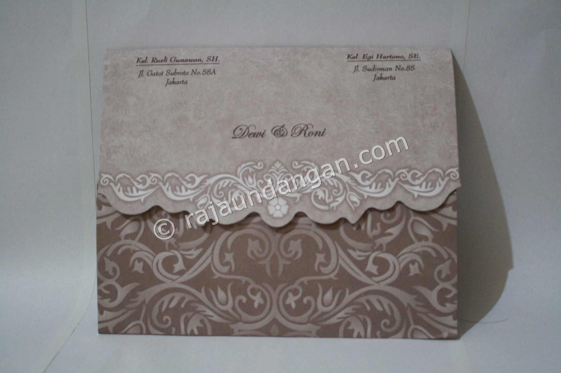 undangan pernikahan softcover ED 28 3 - Pesan Wedding Invitations Simple di Jambangan Karah
