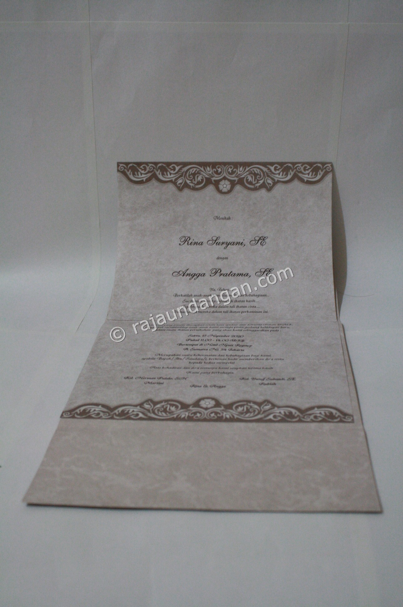 undangan pernikahan softcover ED 28 4 - Tutorial Mengerjakan Wedding Invitations Simple dan Elegan