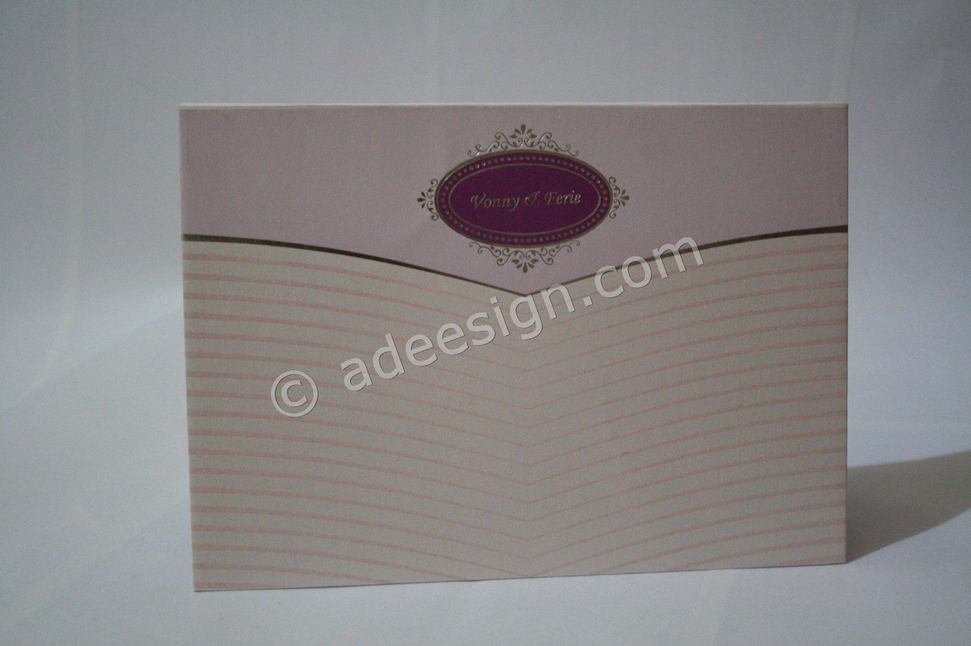 Undangan Pernikahan Hardcover Vonny dan Ferie 2 - Pesan Wedding Invitations Simple di Jambangan Karah