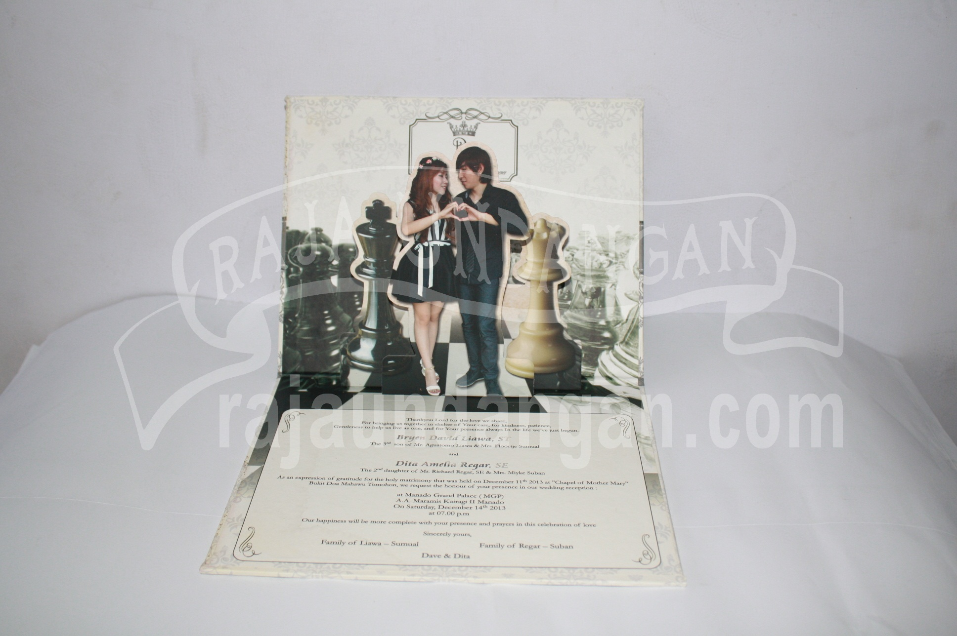 Undangan Pernikahan Hardcover Pop Up Dave dan Dita EDC 39 1 - Cetak Wedding Invitations Unik di Babakan Jerawat