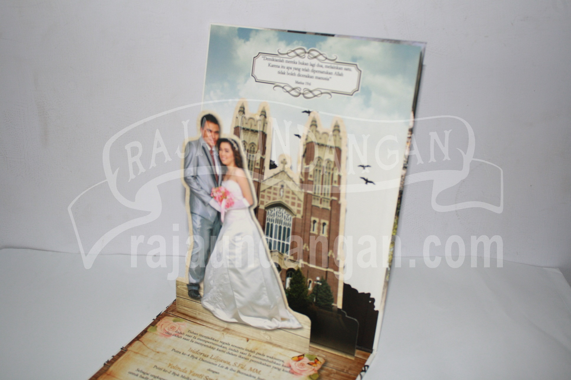 Undangan Pernikahan Hardcover Pop Up Iso dan Yanti EDC 45 3 - Cetak Wedding Invitations Unik di Babakan Jerawat
