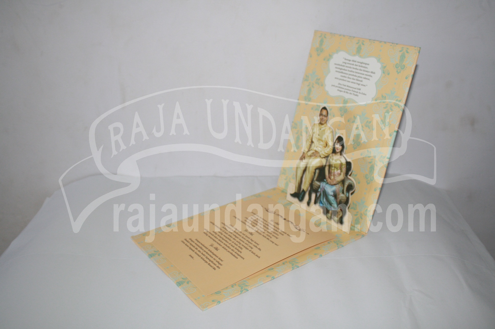 Undangan Pernikahan Hardcover Pop Up Pakai Amplop Yudha dan Devina EDC 47 3 - Pesan Wedding Invitations Simple di Jambangan Karah