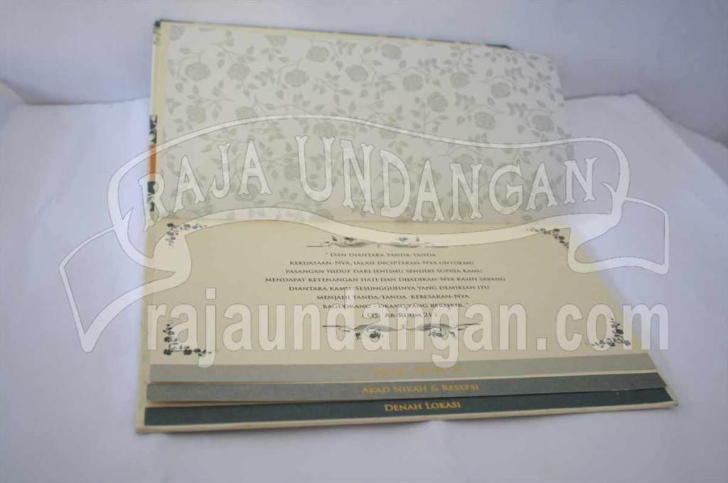 Undangan Pernikahan Hardcover Ully dan Dhani (EDC 70)