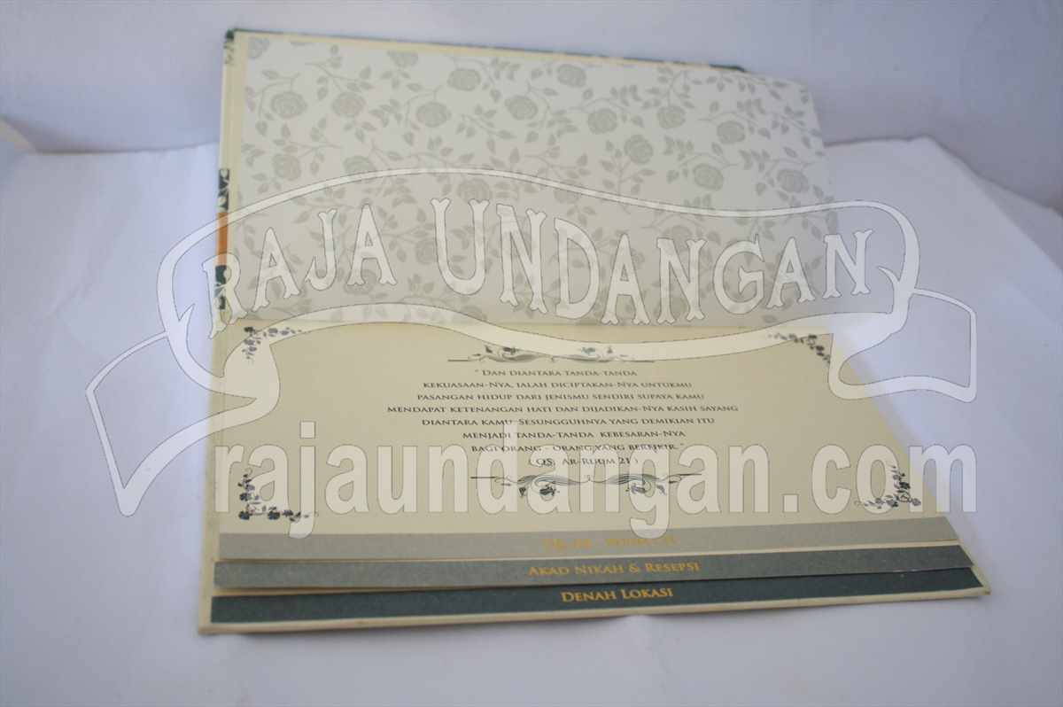 Hardcover Ully Dhani 3 - Pesan Wedding Invitations Simple di Ploso