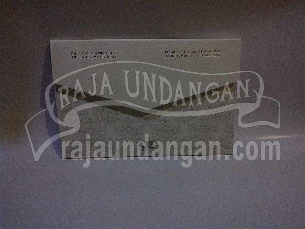 Undangan Hardcover Eksklusive Nike Ari 4 - Percetakan Wedding Invitations Eksklusif di Dukuh Setro