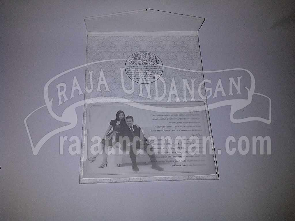 Undangan Hardcover Eksklusive Nike Ari 5 - Percetakan Wedding Invitations Simple dan Elegan di Putat Jaya