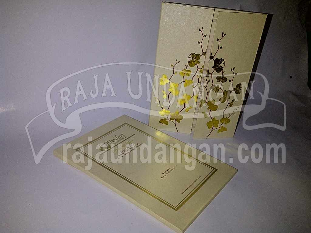 Undangan Hardcover Eksklusive Richie Ayin 1 - Percetakan Wedding Invitations Unik dan Simple di Simomulyo