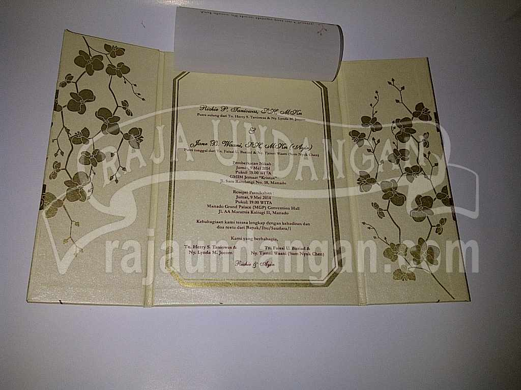 Undangan Hardcover Eksklusive Richie Ayin 4 - Percetakan Wedding Invitations Unik dan Simple di Dukuh Sutorejo