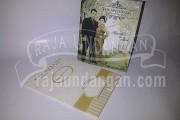 Undangan Pernikahan Hardcover Pop Up Pakai Amplop Augustin dan Amin (EDC 55)