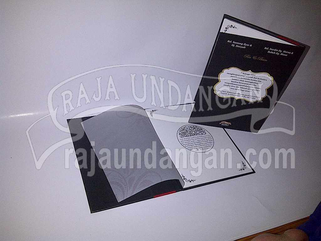 Undangan Hardcover Ria Baim 4 - Membuat Wedding Invitations Simple dan Elegan di Tambak Sarioso
