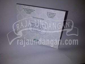 Undangan Pernikahan Hardcover Pop Up 3D Shandy dan Lilin (EDC 87)