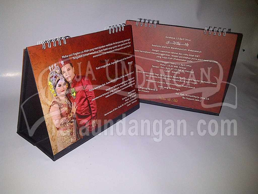 Undangan Kalender Meja Hardcover 2 - Membuat Wedding Invitations Simple dan Elegan di Tambak Sarioso